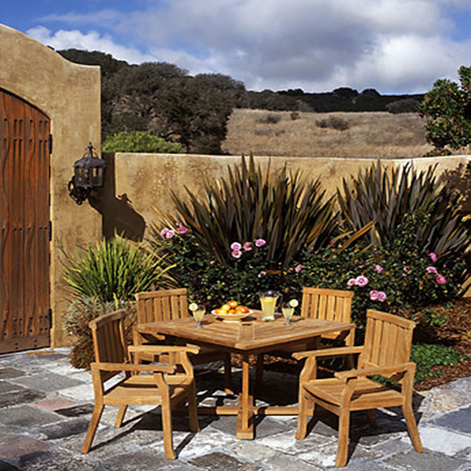 Laguna Arm Chair and Table